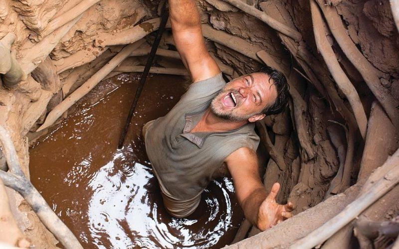 russell crowe, water diviner, shouting, fallen down a well, screaming, in pain, angry