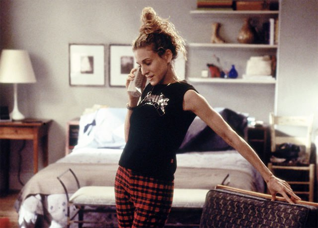 carrie bradshaw, sarah jessica parker, sex and the city, landline, call, dating 90s
