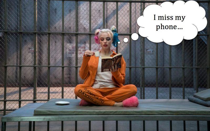 margot robbie, suicide squad, prison, reading, book, phone, miss phone