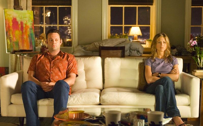 the break up, jennifer aniston, couple, sofa, awkward, angry